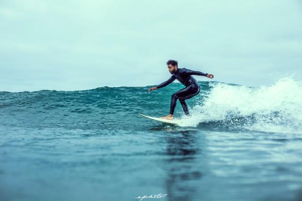 Josue surfing